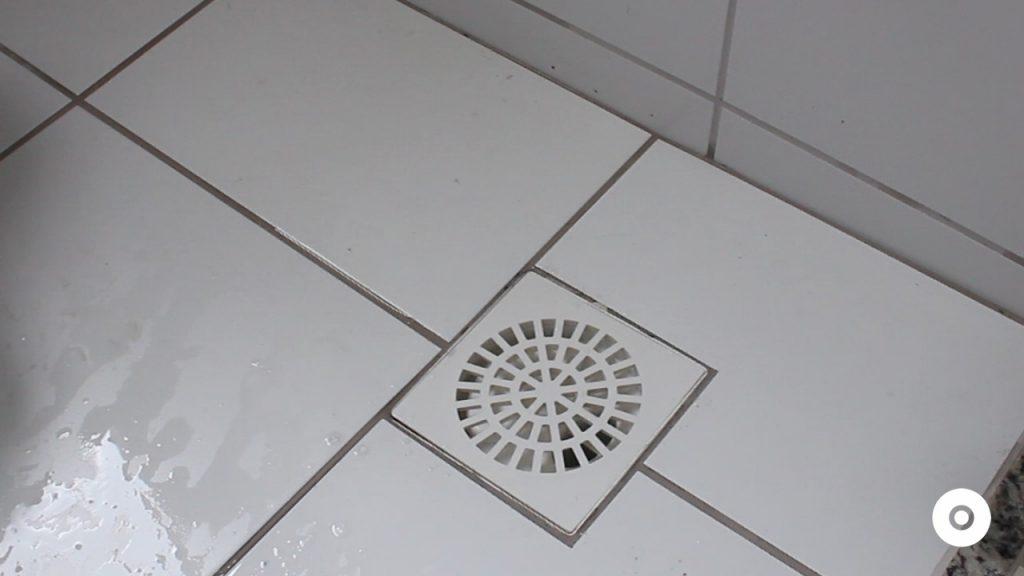 limpeza do ralo da area de servico (2)
