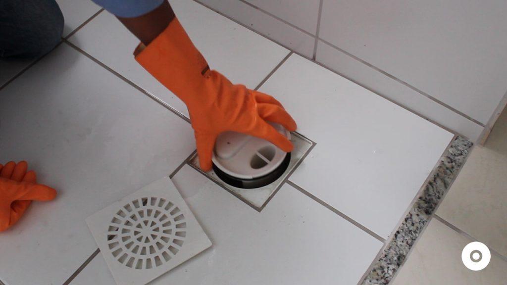 limpeza do ralo da area de servico (4)