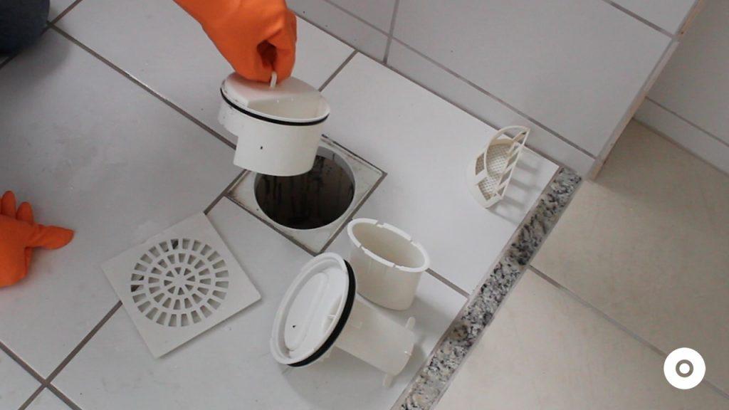 limpeza do ralo da area de servico (5)