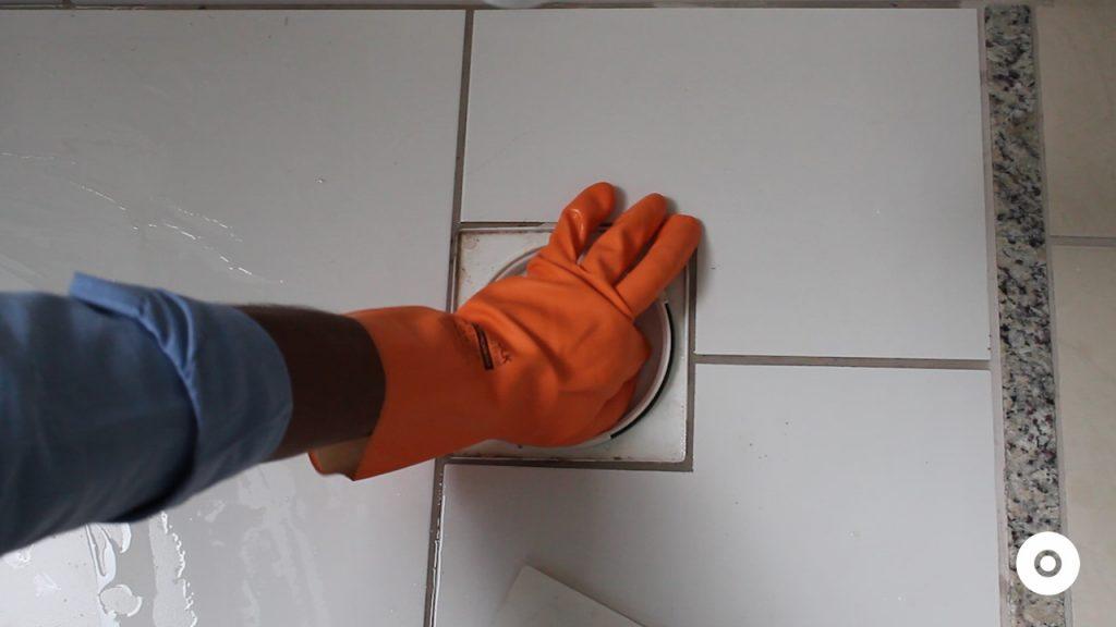 limpeza do ralo da area de servico (9)